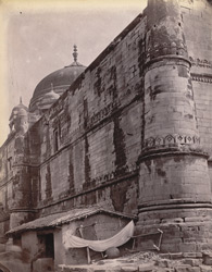 Exterior view of the west side of the Jami Masjid, Jaunpur.